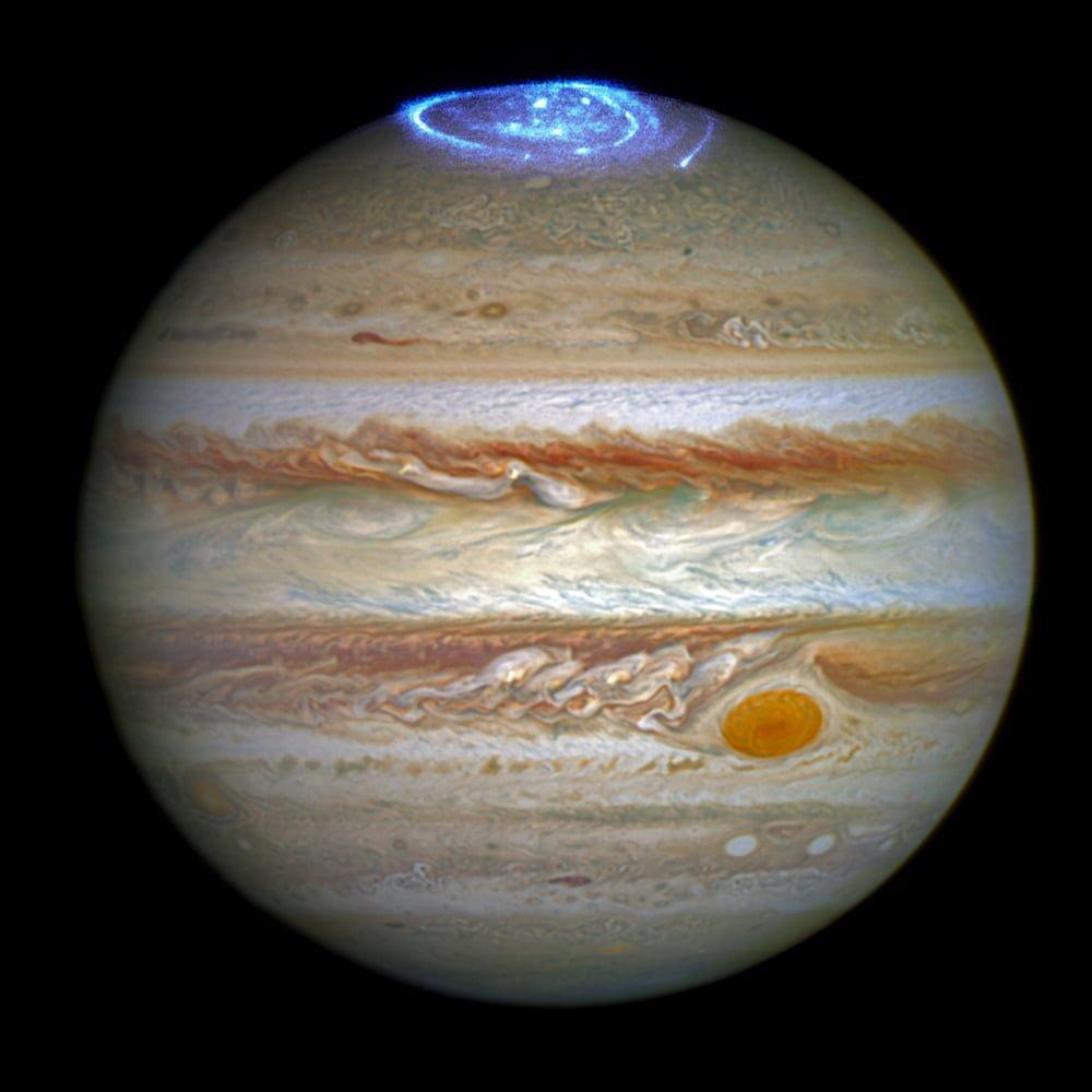 Polární záře Jupiteru pozorovaná Hubbleovým teleskopem (zdroj: nasa.gov)